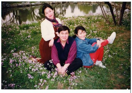 1995年施玮和陈琛、晓音在清华园