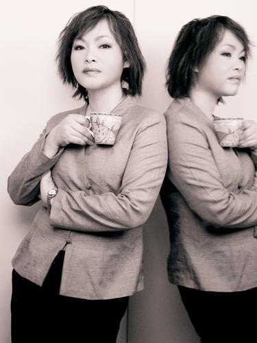 2003镜子与咖啡